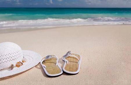 Zonneschijn, zwembaden, sandalen, warm weer...